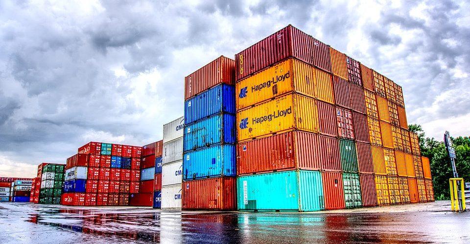 Comercio global, en 'jaque' por escasez y alto costo de contenedores